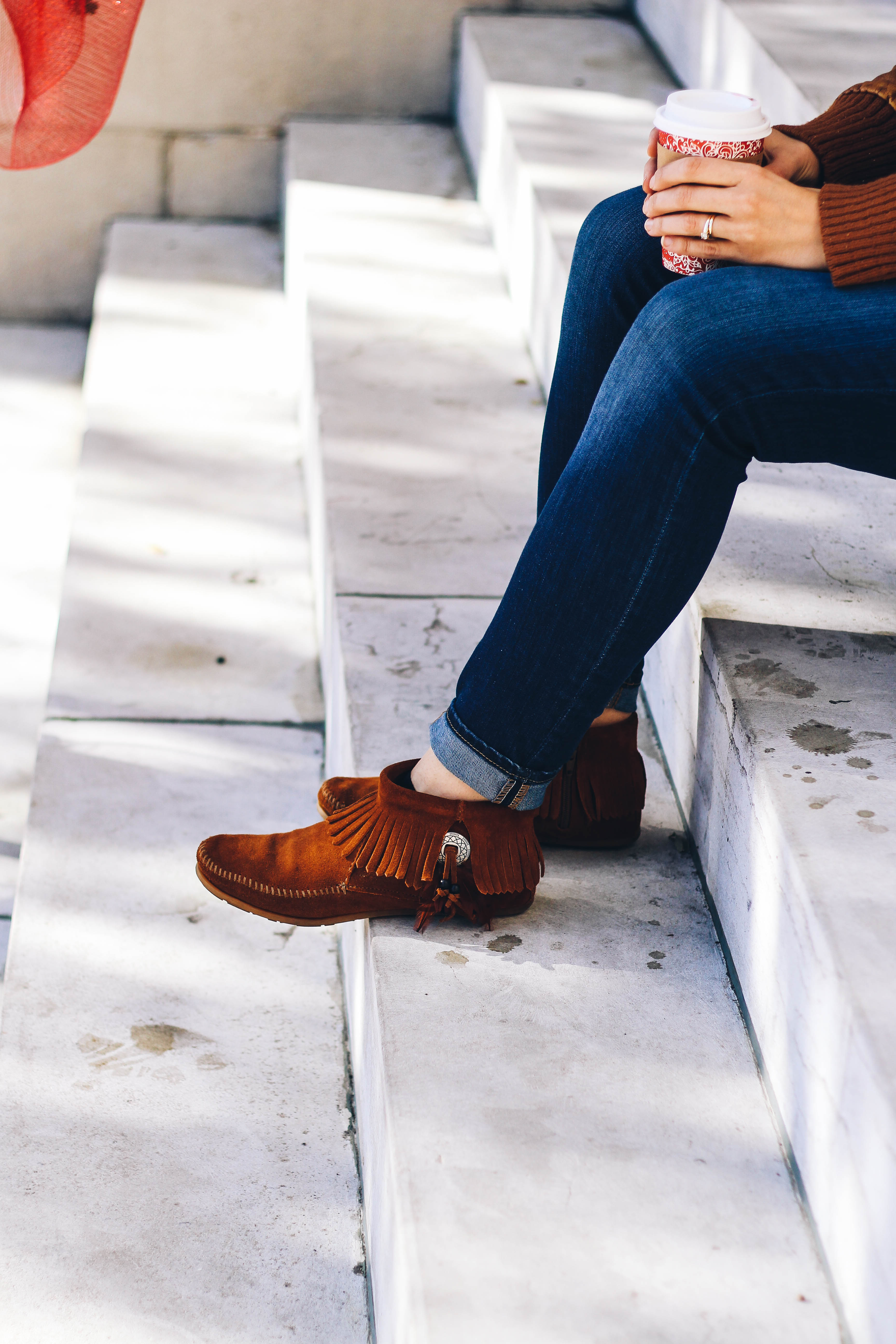 Comfy fall boho look and Minnetonka moccasins // Happily Lindsey blog