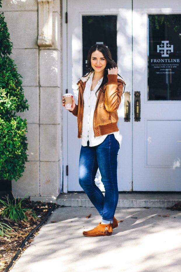 Comfy fall boho look with Minnetonka moccasins // Happily Lindsey blog